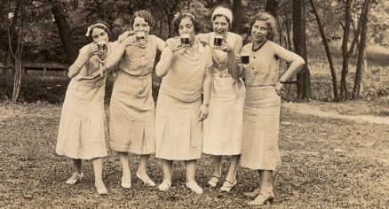 women-drinking-beer